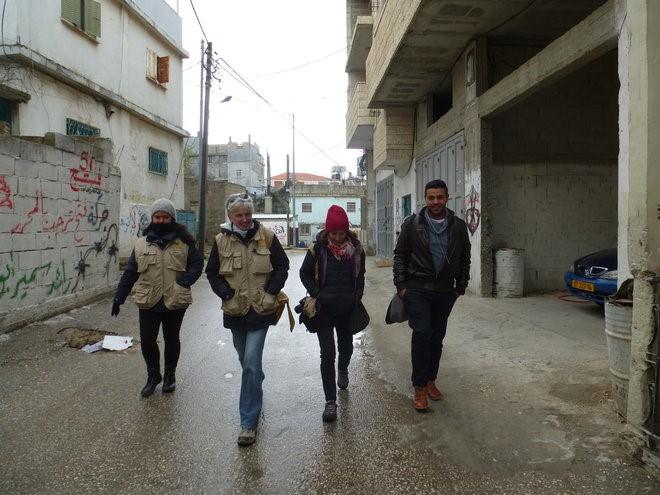 L'équipe EAPPI au camp de réfugiés d'Al'Arrub avec Ismaïl
